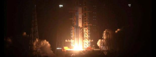 Eine Trägerrakete vom Typ Langer Marsch 7, bestückt mit dem unbemannten Cargo-Raumschiff Tianzhou 1, startet am 20.04.2017 in Wenchang (China). Mit dem erfolgreichen Flug des ersten chinesischen Raumfrachters sieht sich China bereit für den geplanten Bau einer eigenen ständigen Raumstation.