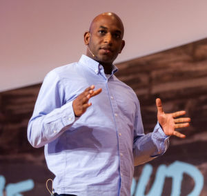 Kelsey Hightower, Staff Developer Advocate bei Google, erläutert, wie Kubernetes Federation funktioniert.