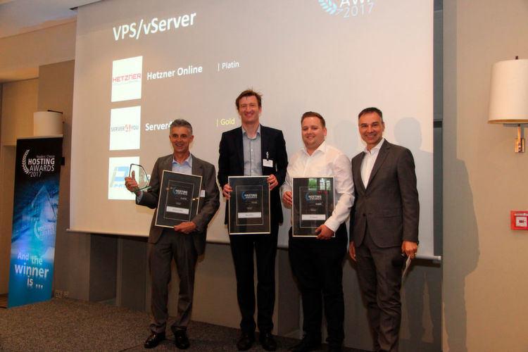 "Die Gewinner der Kategorie ""VPS/vServer"": Hetzner Online (Günther Müller), Server4You (Dr. Claus Boyens) und IP-Projects (Michael"