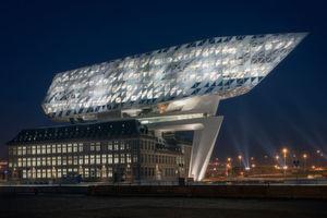 Herausforderung Architektur: Für das Verwaltungsgebäude der Hafenbehörde in Antwerpen mussten sich die Lichtplaner einige Gedanken machen.