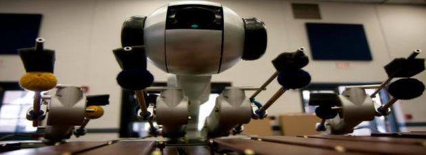 Shimon, ein Marimba-spielender Roboter des Center of Music Technology and School of Music des Georgia Institute of Technology, komponiert mit Hilfe von Deep Learning seine eigenen Musikstücke.