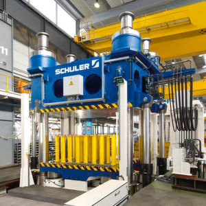 Schuler hat eine hydraulische 3600-t-Presse an das Institute for Advanced Composites Manufacturing Innovation in Detroit geliefert.