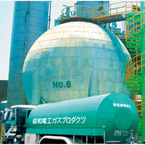 SDK's Industrial Gases Division supplies oxygen, nitrogen, argon, and other gases separated from air mainly from the Kawasaki Plant.
