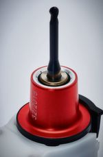 The red nozzle is locked in place quickly, it does not rotate and has no contact with the tool holder.