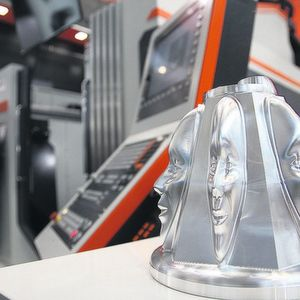 5-axis machining center: premiere in Europe