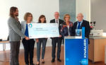 Preisverleihung des Humanity in Science Award in Berlin: v.l.n.r. Rich Whitworth (Analytical Scientist), Alexandra Knauer, Anke Boerdgen (Knauer), der HiSA-Gewinner Richard Jähnke , Roswitha und Herbert Knauer