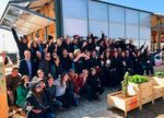 Das Siegerteam des Solar Decathlon 2017 vor dem 'NeighborHub'.