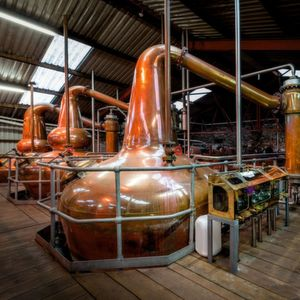 Whiskey production involves multiple procedures carried out in potentially hazardous atmospheres. This involves Zone 2 dust and gas hazards in gristmills, mash tuns, and pot stills. These processes must be properly protected.