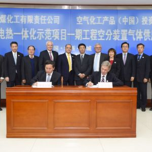 Representatives of Air Products and Shanxi Jincheng Anthracite Coal Mining Group during the signature of the agreement.