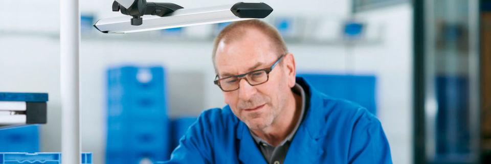 Altersgerechte Beleuchtung am Arbeitsplatz für den Erhalt von ...