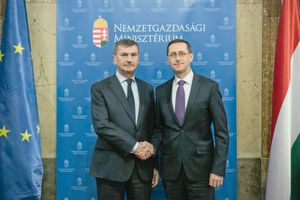 """Hungary was one of the first countries to join the EU programs, promoting an innovation-based economy through industrial development and digitisation programmes"", said Hungary's economy minister Mihály Varga (r.) after a meeting with the EU Commissioner for the Digital Single Market, Andrus Ansip."