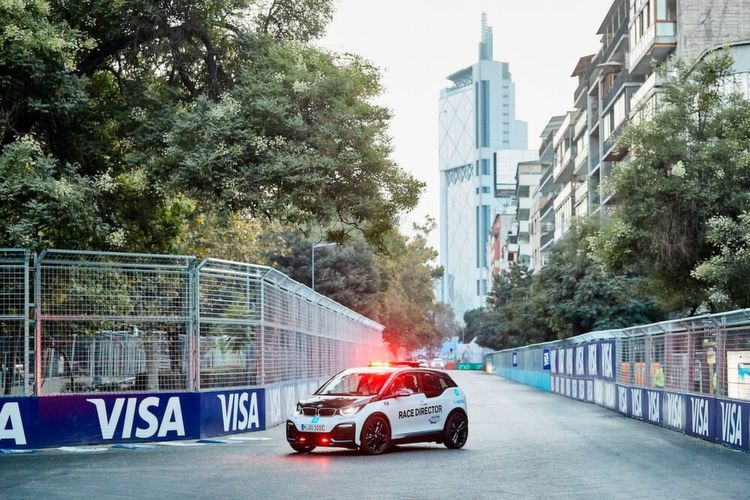 Nach seiner Präsentation in Santiago de Chile hat das neue BMW i8 Coupé Qualcomm Safety Car