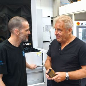 Kevin Marklew (Right) discusses the next job for the Excetek V400G.