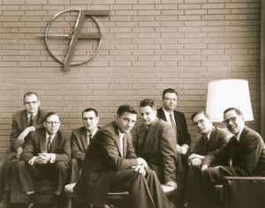 The Shockley Eight: Gordon Moore, Sheldon Roberts, Eugene Kleiner, Robert Noyce, Victor Grinich, Julius Blank, Jean Hoerni und Jay Last (v.l.n.r.)