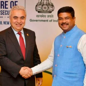 IEA Executive Director Dr Fatih Birol (left) with Dharmendra Pradhan, Minister for Petroleum and Natural Gas.