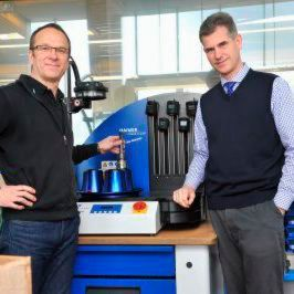 Glätzer CEO Daniel Rautenbach (r) and Manager Ingo Schulten are continuously extending the use of Haimer's shrinking technology, with and without Safe-Lock.