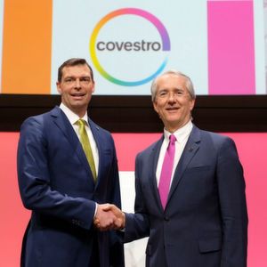 Covestro's change in top mangement: Patrick Thomas (r) and the new CEO Dr. Markus Steilemann.