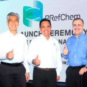 From left to right : Datuk Md Arif Mahmood, Executive Vice President Downstream, Petronas; Tan Sri Wan Zulkiflee Wan Ariffin, President & CEO, Petronas and Amin Nasser, President & CEO, Saudi Aramco.