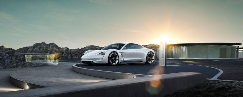 Die neue Limousine Taycan von Porsche – zwei Elektromotoren für 600 PS.