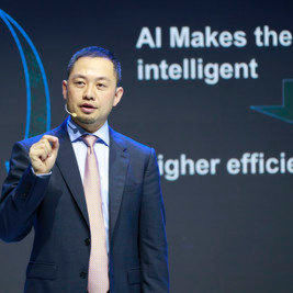 "Qiu Heng, President of Global Marketing der Enterprise Business Group von Huawei, hielt auf der Cebit 2018 eine Grundsatzrede zum Thema ""Creating Intelligence & Connectivity Genes for Enterprises' Digital Neurons""."