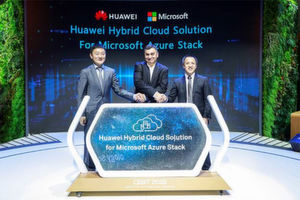 Lu Qi (links), Präsident des Marketing & Solution Sales Department der Huawei Enterprise Business Group, Qiu Long (rechts), Präsident von Huaweis IT Server Product Line und Vijay Tewari (Mitte), Partner Director, Azure Stack Infrastructure, Microsoft, stellen Huawei Hybrid Cloud für Microsoft Azure Stack vor.