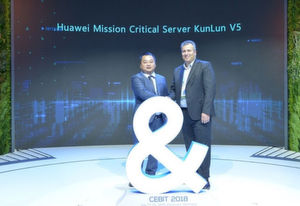 "Während der CEBIT 2018: Matt Zhou (links), Director of Intelligent Computing Solution Sales Dept, Huawei Enterprise Business Group und Naji Almahmoud (rechts), Vice President of Global Alliances für Suse, stellen ""Kunlun V5"" vor."