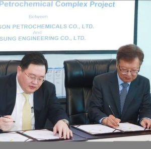 LSP's General Director T. Sethaudom (Left) and Samsung Engineering's President & CEO S. Choi signing the contract.