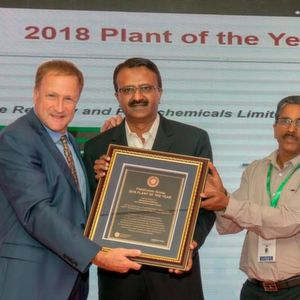 Ted Masters, President and CEO of Field Comm Group (left), presents the 2018 Plant of the Year plaque to the Mangalore Refinery and Petrochemical Limited (MRPL) team, at 2018 Automation Fair in Mumbai, India.