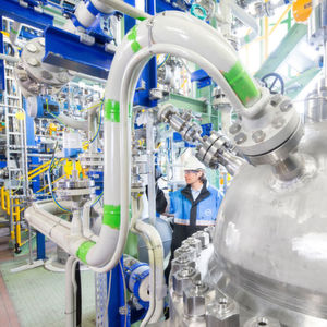 At the Dormagen plant, Covestro already operates a production plant that produces CO2-based polyols for flexible polyurethane foams.