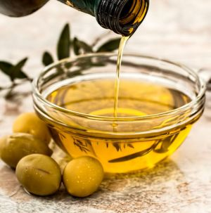 The production process of edible oils can produce undesirable substances.