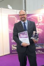 "Dr. Thomas Schneider, Managing Director Research & Development at Trumpf receives the award in the category ""Digital Transformation""."