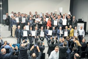 "On the evening of the first day of the trade show, the magazines Blechnet and MM Maschinenmarkt presented this year's ""Award at Euroblech"" at a ceremony. The picture shows the winners and the shortlist candidates."