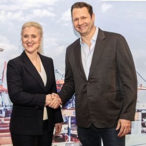 HHLA-Vorstandsvorsitzende Angela Titzrath und Dirk Ahlborn, Gründer und CEO von Hyperloop Transportation Technologies, bei ihrem Treffen in Hamburg.