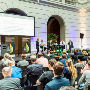 TU Berlin, Covestro and Dechema organised the 'Raw Materials Summit' in June 2018 with the aim of demonstrating ways to alternative, non-fossil raw materials for chemistry.