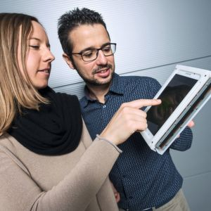 Touchscreen-mit-Fingerspitzengef-hl