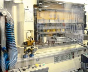 The BSTA 500 is a high-performance stamping press from Bruderer. The picture gives an impression of the 600 strokes per minute used for stamping by Lang+Menke from the Sauerland region.