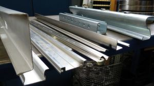 Franz Schürholz GmbH in Wickede produces cold-rolled profiles in a variety of geometries by means of roll forming. Dimeco machines are used for this purpose.
