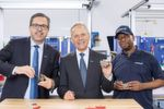 The Managing Partner Heinz-Dieter Schunk (center) and his son Henrik A. Schunk, Chief Executive Officer (left) assemble the first SCHUNK gripper at the new premises at the Schunk site in North Carolina. Also present: Herbert Bass (right), who has been working for SCHUNK Intec USA for more than 20 years.