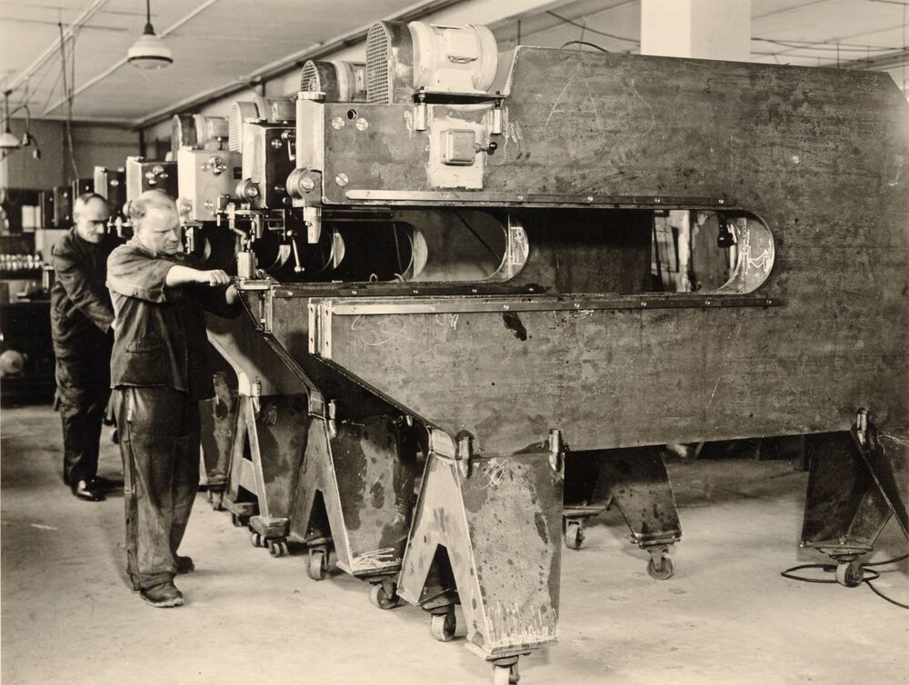 The production of the curve shears - a forerunner of today's punching machines.
