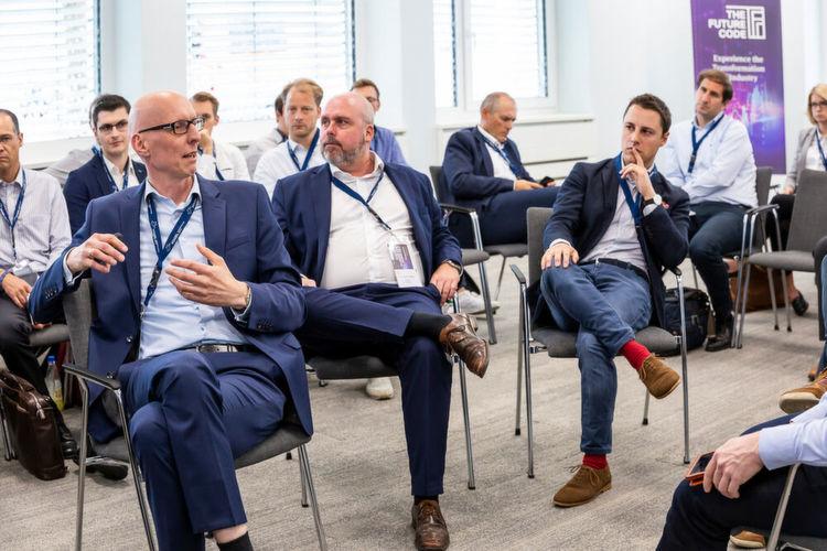 Im Bild von links nach rechts: Prof. Dr. Gerald Ebel (FH Bielefeld), Dr. Carsten Mielke (Uniper)