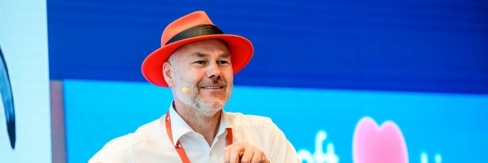 Hubert Schweinesbein, Senior Manager EMEA Partner Enablement Team bei Red Hat auf der Partnerkonferenz in Prag.