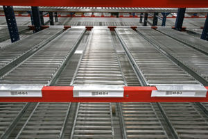 Flow racks are usually diagonally arranged and equipped with rollers to simplify the flow of goods.