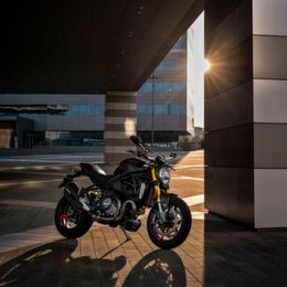 "Ducati: Monster 1200 S wird ""Black on Black"""
