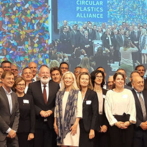 Approximately 100 partners signed the founding act of the Circular Plastics Alliance in Brussels.