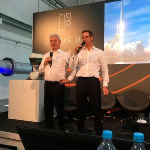 Joint appearance of the CEOs: Stephan Neuburger (Krohne, left) and Dr. Andreas Widl (Samson, right) in front of the unveiled Focus-On