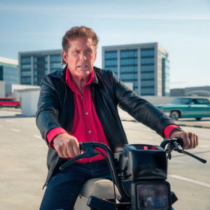 "mobile.de macht David Hasselhoff zum ""Moped Rider"""