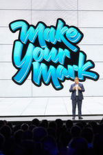 "Jean-Pierre Brulard, der General Manager der EMEA-Region bei VMware, stellte das Konferenz-Motto ""Make Your Mark!"" vor."