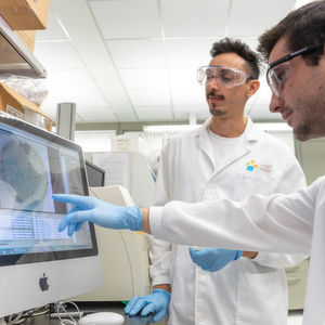 David Mantilla-Calderon (left) and Nicholas Augsburger discuss the results of their UV treatment of the natural transformation they stimulated in a common bacterium when it was in the presence of the chlorine byproduct, bromoacetic acid, casting doubt on commonly used wastewater treatment.