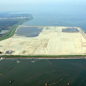 Rund 25% der Logistikflächen im neuen Tiefwasserhafen Jade-Weser-Port bei Wilhelmshaven sind bereits vergeben. Bild: Jade-Weser-Port