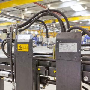 Die Etimark-Folienetiketten haben sich als Typenschilder bei den Kaup-Anbaugeräten bewährt. Alu-Schilder werden nur noch bei Spezialgeräten eingesetzt. Bild: Etimark